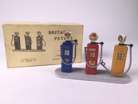 Britains Set #102v Petrol Pumps