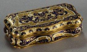 A CONTINENTAL ENAMEL AND 18K GOLD SNUFF BOX  Mak