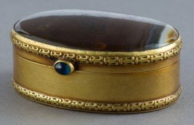A CONTINENTAL AGATE AND 18K GOLD SNUFF BOX  Make