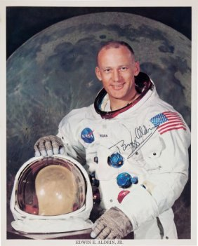 Buzz Aldrin Signed Color Photo.