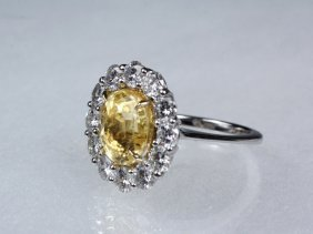 Lady's Ring - 18k White Gold, Yellow Sapphire And