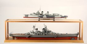 Cased Ship Model & Plastic Model - The Wwii Battleship