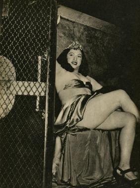 Weegee [arthur H. Fellig] - Transvestite In A