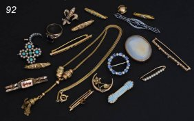 LOT VINTAGE JEWELRY Including Brooches, Necklace An