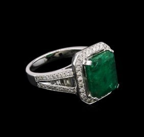 4.33ct Emerald And Diamond Ring - 18kt White Gold