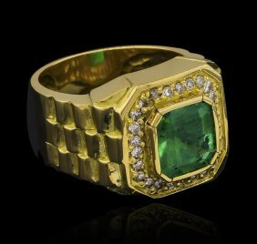 4.80ct Emerald And Diamond Ring - 18kt Yellow Gold