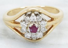 0.07ct Ruby And Diamond Ring - 14kt Yellow Gold