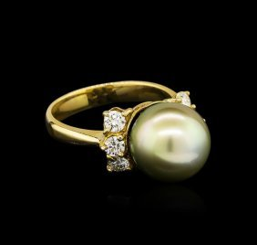 0.66ctw Pearl And Diamond Ring - 14kt Yellow Gold