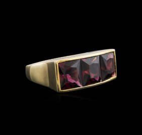 14kt Yellow Gold 9.00ctw Red Garnet Ring