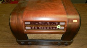 Mid Century Deco Table Top Radio